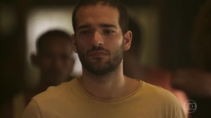 Sandro (Humberto Carrão) terá farsa descoberta na novela Amor de Mãe (Foto: Reprodução/Globo)