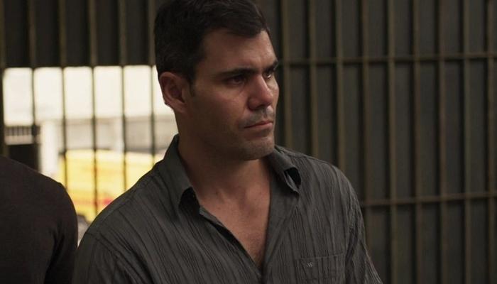 Magno (Juliano Cazarré) será preso em Amor de Mãe após denúncia de Leila (Foto: Reprodução/Globo)
