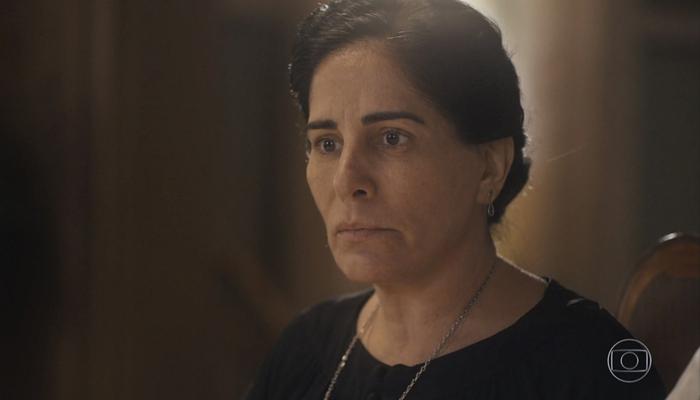 Lola (Gloria Pires) verá cliente sair sem pagar por seus doces e ficará arrasada em Éramos Seis (Foto: Reprodução/Globo)