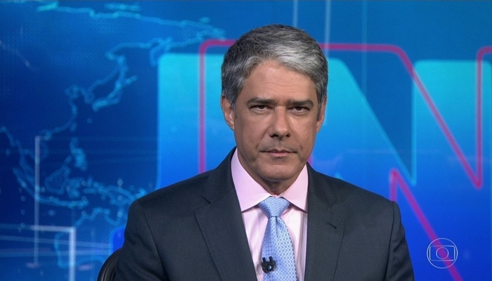 William Bonner no comando do Jornal Nacional, que teve mais audiência que Amor de Mãe (Foto: Reprodução/Globo)