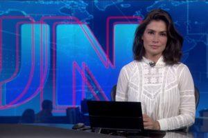 Renata Vasconcellos no Jornal Nacional dessa sexta-feira (20) (Foto: Reprodução)