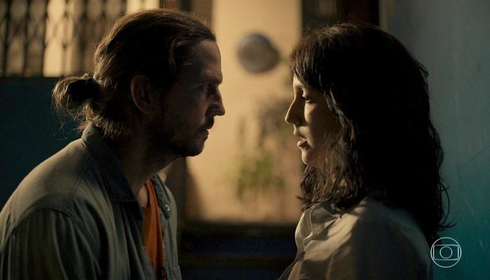 Davi (Vladimir Brichta) será abandonado por Amanda (Camila Márdilla) em Amor de Mãe e terminará relacionamento (Foto: Reprodução/Globo)