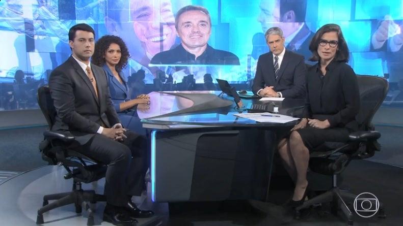Aline Aguiar e Giovanni Spinucci na bancada com William Bonner e Renata Vasconcellos (Foto: Reprodução/Globoplay)