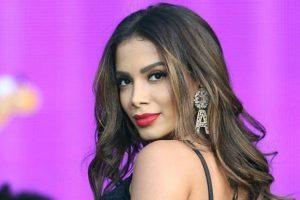 A Famosa cantora carioca, Anitta está sendo processada pelo DJ Polyvox por apropriação intelectual (Foto: Reprodução)
