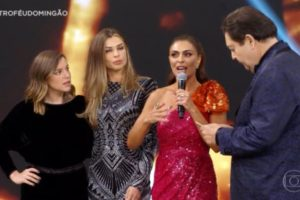 Juliana Paes finalmente ganhou o prêmio de melhor atriz no Troféu Domingão (Foto: Reprodução)