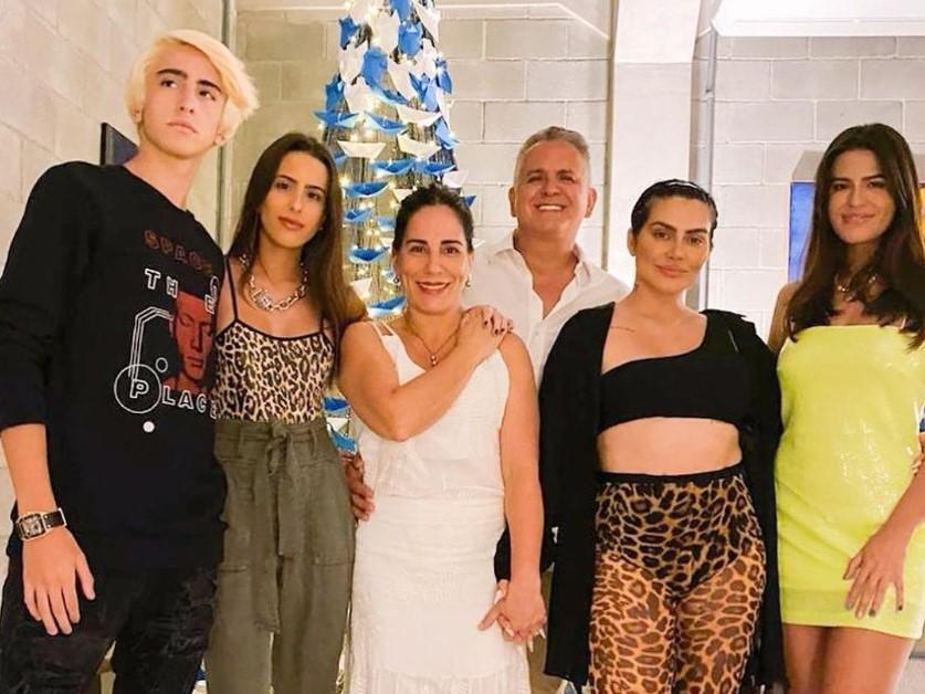 Gloria Pires e família no Natal (Foto: Reprodução)