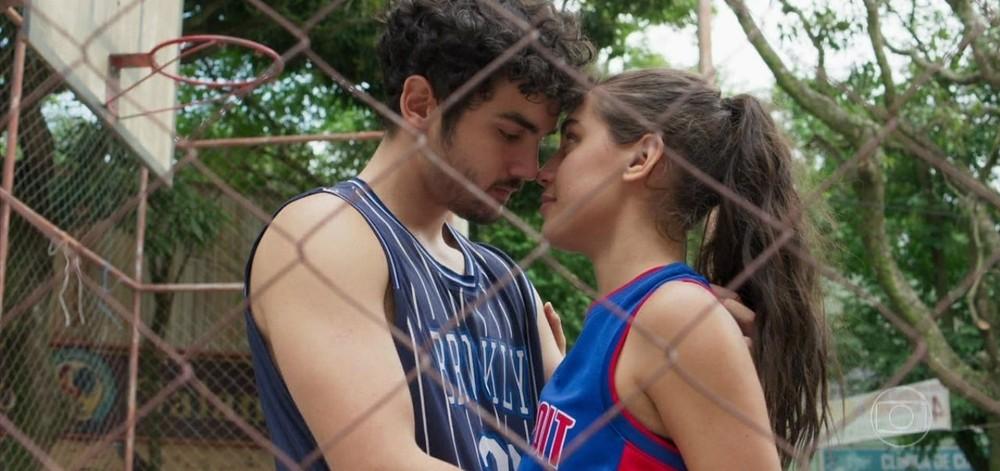 Bom Sucesso, Vicente e Gabriela protagonizam cenas de amor (Imagem: Reprodução)