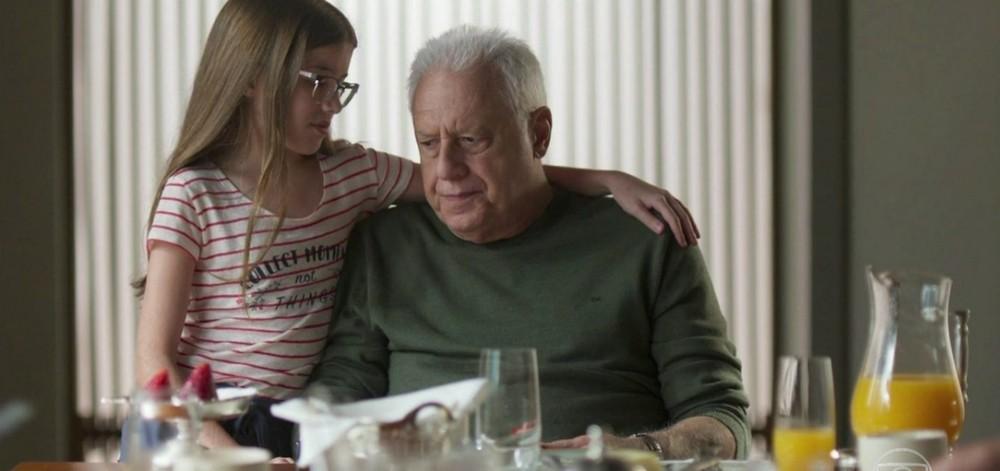 Bom Sucesso, Sofia ajuda o avô, Alberto em sua festa de despedida da vida (Imagem: Reprodução)