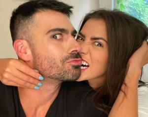 Ex-BBB Rodrigão surge trocando de roupa com sua esposa, Adriana Sant'Anna, e causa alvorço nas redes sociais. Foto: Reprodução/Instagram