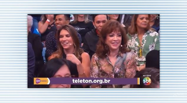 Rebeca Abravanel e sua mãe. Íris Abravanel, no momento em que Silvio Santos afirmou estar 'excitado' com Claudia Leitte (Foto: Reprodução/SBT)