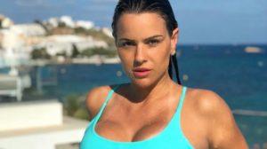 Ex-Panicat Carol Dias conseguiu ficar milionária juntando dinheiro (Foto: Reprodução)