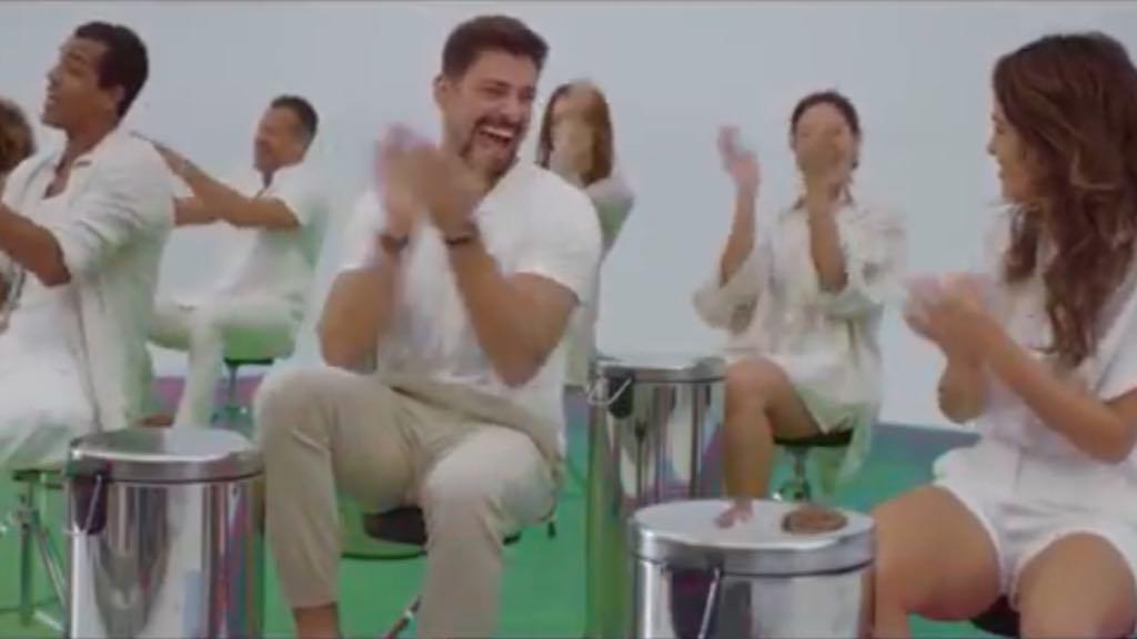 Cauã Reymond participa da vinheta de fim de ano da Globo (Imagem: Reprodução)