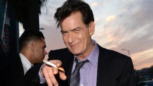 Charlie Sheen comemora dois anos longe das drogas e do álcool e afirma que foi demitido devido ao vício (Foto: Reprodução)