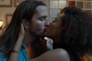 Davi (Vladimir Brichta) e Vitória (Taís Araújo) são um casal em Amor de Mãe (Foto: Reprodução/TV Globo)