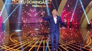 O cantor Felipe Araújo faturou o prêmio de Música do Ano no Domingão do Faustão (Foto: Reprodução)