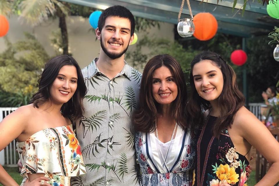Fátima Bernardes e os filhos, Beatriz, Vinícius e Laura