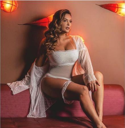 Geisy Arruda com a sua lingerie transparente branca levo os seguidores à loucura (Foto: Reprodução)