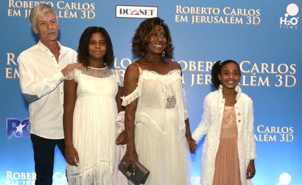 Glória Maria com o namorado, Eric Auguin, e suas filhas (Foto: Cristina Granato)
