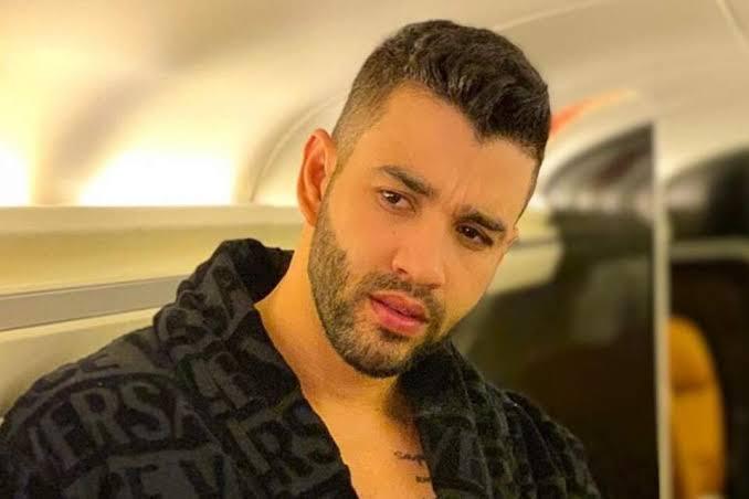 Gusttavo Lima impressionou os fãs ao surgir com os olhos azuis no Instagram (Foto: Reprodução)