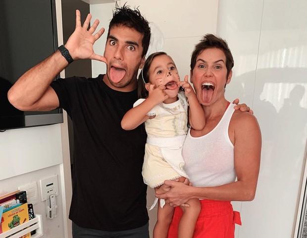 Hugo Moura, Maria Flor e Deborah Secco (Foto: Reprodução/Instagram)