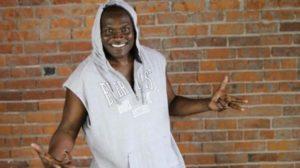 O famoso ex-dançarino do grupo É o Tchan e ex-humorista da Turma do Didi, da Globo, Jacaré é flagrado com uniforme de policial (Foto: Reprodução)