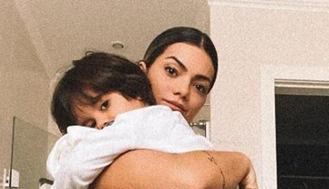 Kelly Key nua com o filho no colo em banheiro (Foto: Reprodução/Instagram)