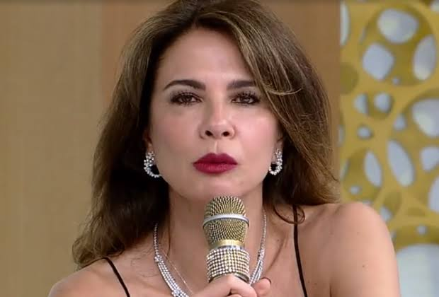 Luciana Gimenez foi massacrada pelos fãs de futebol americano (foto: reprodução/RedeTV!)