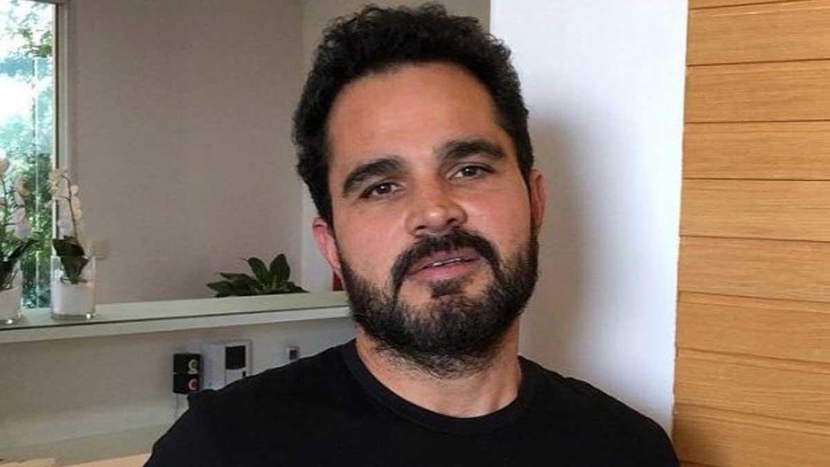 O famoso cantor sertanejo e dupla de Zezé Di Camargo, Luciano já foi alvo de diversos escândalos ao longo de sua extensa carreira profissional ao lado do irmão (Foto: Reprodução)