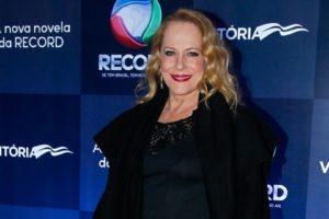 Lucinha Lins em evento da novela Vitória (Foto: Reprodução/Record TV)