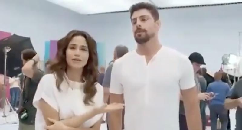Nanda Costa culpa Cauã Reymond por ter se atrapalhado durante gravação de vinheta da Globo (Imagem: Reprodução)