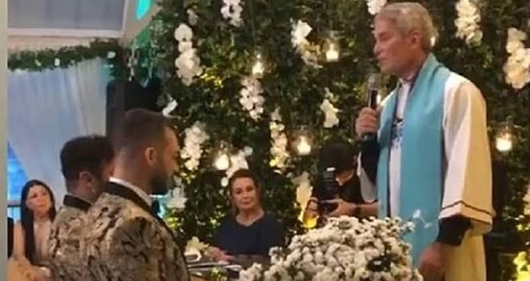 Pastor Márcio Poncio realizando casamento gay em igreja (Foto: Reprodução)