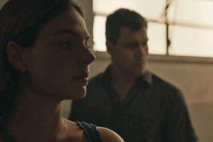 Betina (Isis Valverde) e Magno (Juliano Cazarré) em Amor de Mãe (Foto: Reprodução/TV Globo)