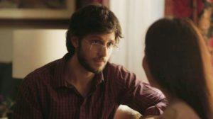 Danilo tem conversa séria com sua mãe na novela Amor de Mãe