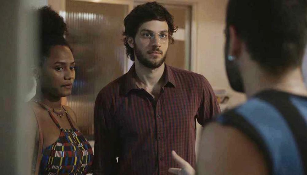 Danilo reconhece Sandro em cena de Amor de Mãe