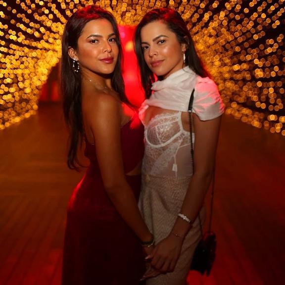 Emilly Araújo caiu na balada com a irmã, Mayla (Foto: Reprodução/ Instagram)