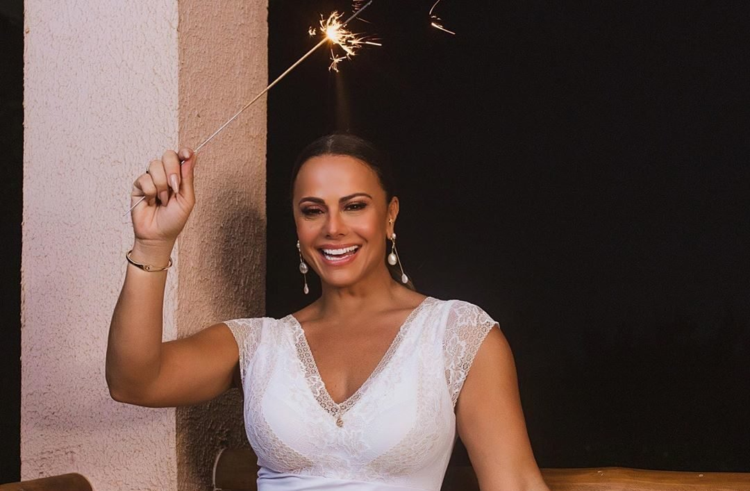 A famosa atriz da Globo posa de lingerie e arranca suspiros (Foto: Reprodução/Instagram)