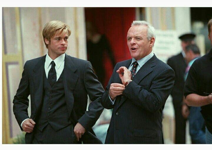Brad Pitt ao lado de Anthony Hopkins nos bastidores de Encontro Marcado, filme de 1997 (Foto: Reprodução)