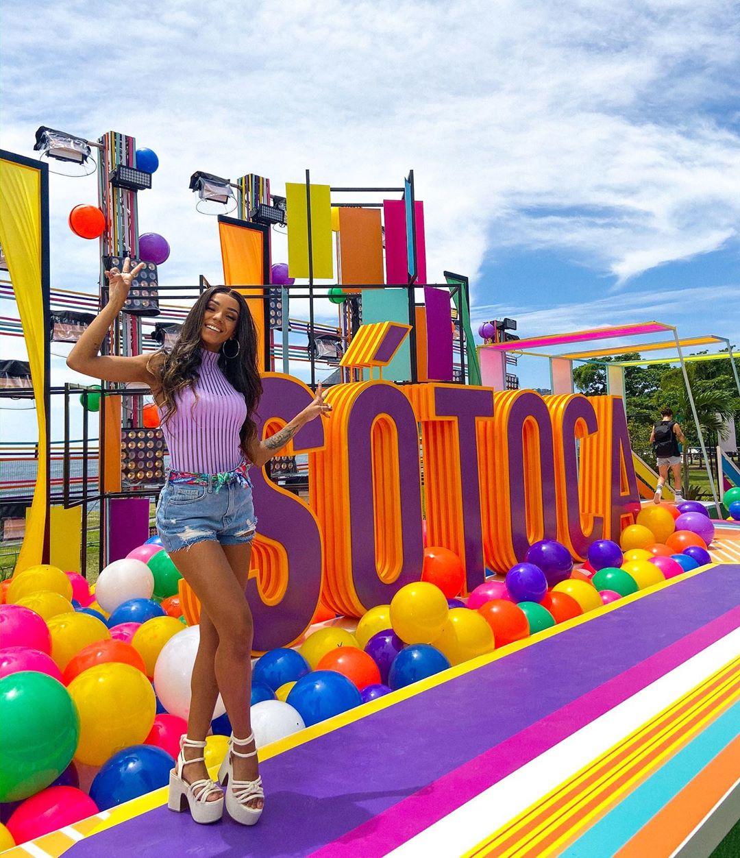 Brunna Gonçalves no cenário do Só Toca Top Verão (Foto: Reprodução/Instagram)