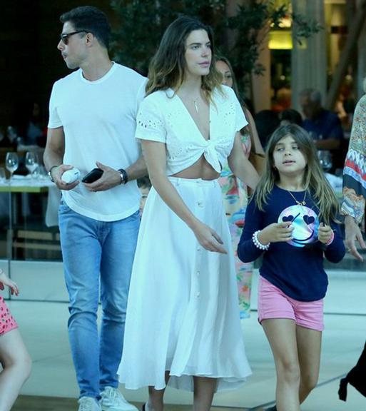 Cauã Reymond, Mariana Goldfarb e Sofia Foto: AgNews