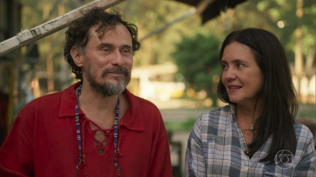 Durval ( Enrique Diaz) e Thelma (Adriana Esteves) em cena de Amor de Mãe (Foto: Reprodução/TV Globo)