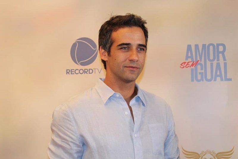 Rafael Sardão vive Miguel, o protagonista de Amor Sem Igual (Foto: Reprodução/Record TV)