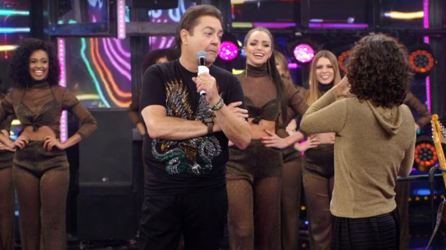 Faustão durante conversa com a cantora Zélia Duncan mencionou o nome do apresentador Datena