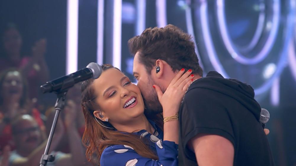 Fernando e Maiara no palco do programa SóTocaTop (Foto: Reprodução)