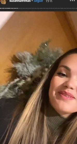 A filha da famosa cantora Kelly Key, Suzanna Freitas e o seu namorado Gabriel ficaram trancados para fora de casa