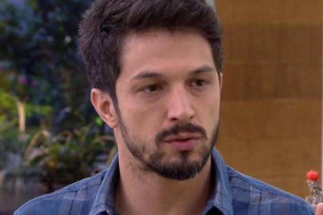 Romulo Estrela, ator da novela das 19h da TV Globo Bom Sucesso (Foto: Reprodução/ Mais Você)