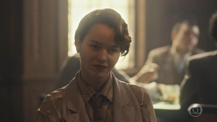 Adelaide (Joana de Verona) em cena da novela das seis (Foto: Reprodução/Globo)
