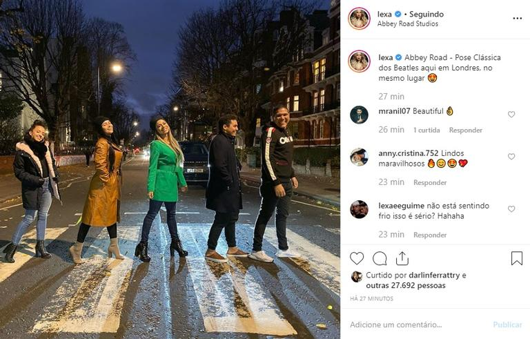 Lexa e sua equipe recriam foto famosa da banda The Beatles Instagram (Foto: Reprocução)