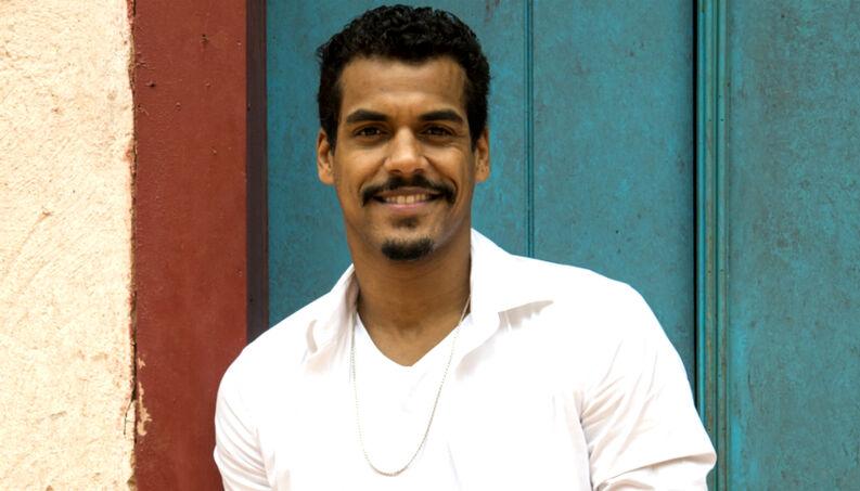 O ator Marcelo Mello Jr é igualzinho ao pai (Foto: Reprodução)