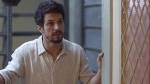 Marcos em cena da novela das 21h da Globo, Bom Sucesso (Foto: Reprodução)