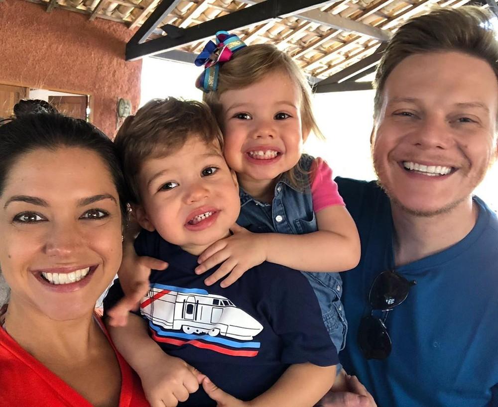 Thaís Fersoza e Michel Teló com os filhos (Foto: Reprodução)
